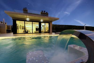 Luxurious 3/4 bedroom 'New Build' detached villas with p...