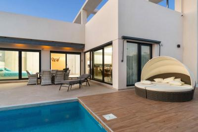 Outstanding 3 bedroom new build detached villa with priv...