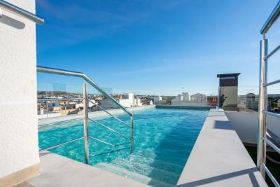 Modern 'New Build' key ready 2 bedroom apartment with co...