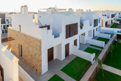 Fantastic new 3 bedroom, 3 bathroom townhouse with Commu...
