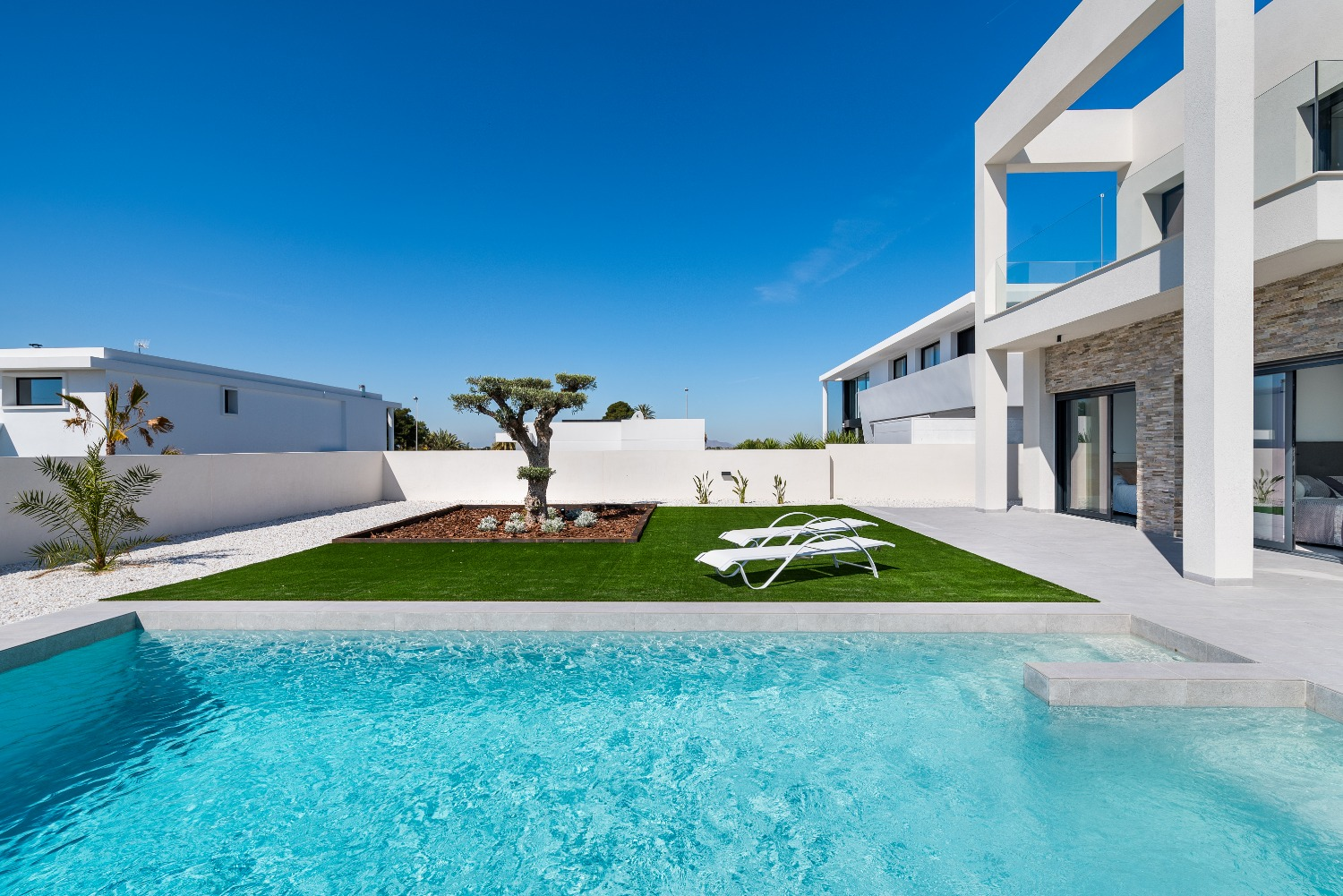 Incredible new build 3 or 4 bedroom detached villa, with basement and private pool on La Marina Urbanization