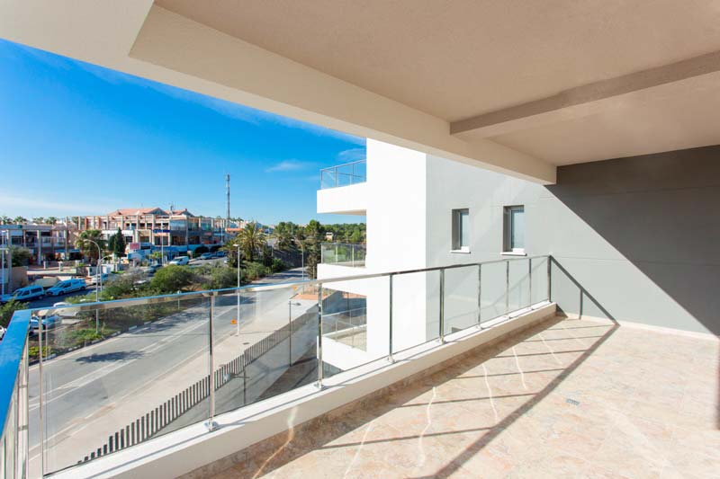Impressive 'Key ready' modern 3 bedroom apartment with communal pool and gym in Los Dolses