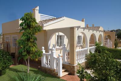 Lovely 'Key Ready' Mediterranean style 2 bed detached vi...