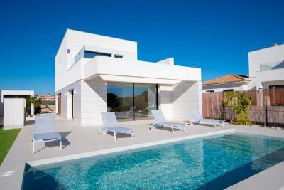 Attractive 'New Build' 3 bedroom detached villa with pri...